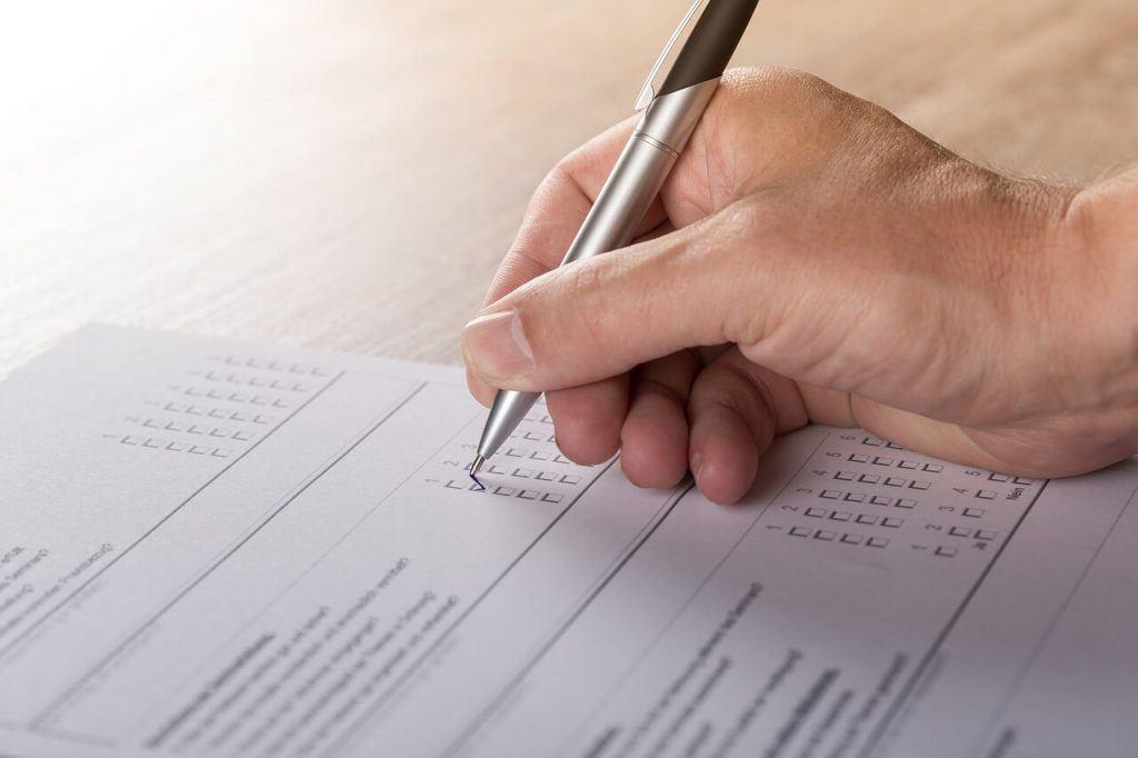 Umfrage Online beantworten mit dem Entscheiderclub